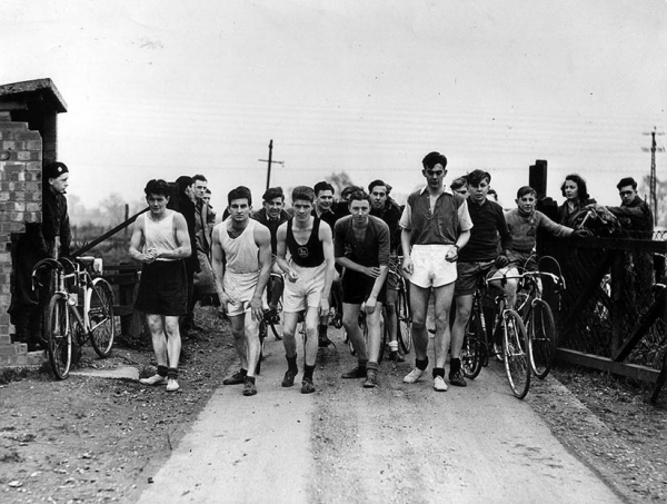 Cyclists v runners race 1951 at the Old Gravel Pits